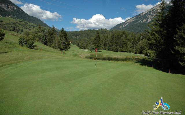 Image of Schon mal einen Golfball in den Bergen geschlagen?